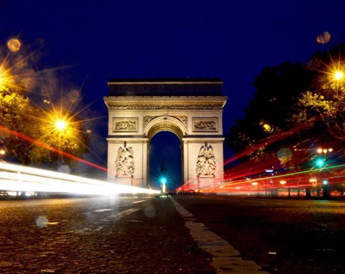 Long-exposure shot of the Arc de Triomphe